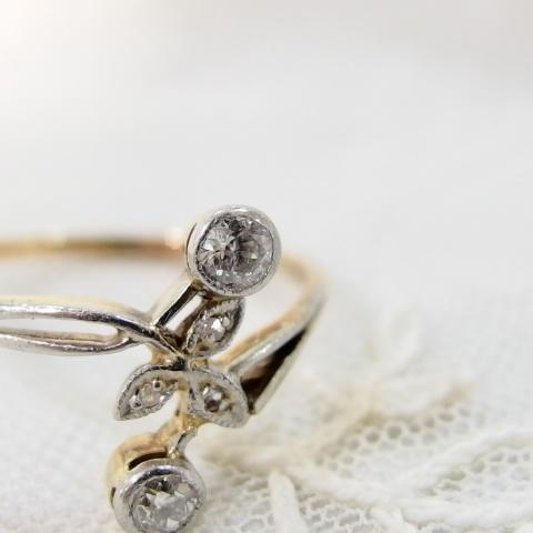 ダイヤモンドの指輪・アンティークまねきねこ