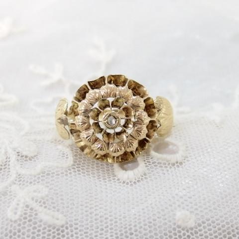 彫金も素敵なダイヤモンドの指輪・アンティークまねきねこ