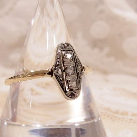 ダイヤモンドのアンティークリング