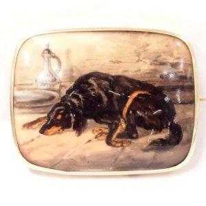 画像1: 眠るワンちゃんが愛らしい細密画のブローチ♪ 犬 /9K・陶板/ ビクトリア期・イギリス/ゴードン・セッター